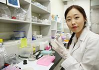 DNA 염기서열을 분석하는 전문 분석가