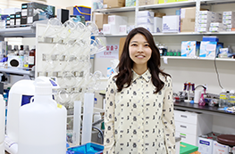 차세대 항암치료제를 개발하는 연구원